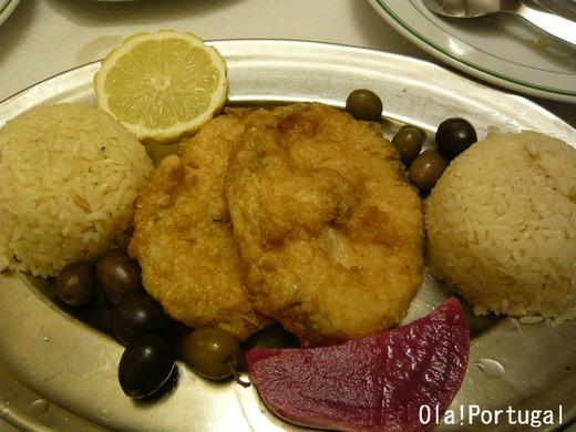 ポルトガル料理:Filetes de Pescada com Arroz e Salada