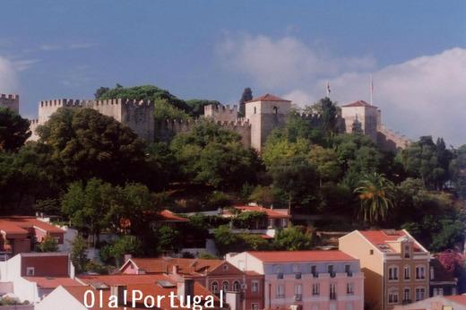 リスボン・グラサ展望台から眺めるサン・ジョルジェ城