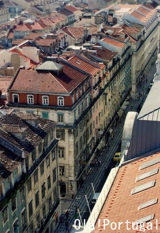 リスボン、バイシャ地区を見下ろす