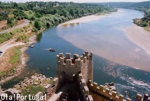 テージョ川の中州に建つテンプル騎士団の城跡