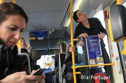 リスボン市電の乗り方:電車内のカードリーダー