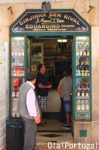 """リスボン旅行記:一杯酒屋 """"Ginjinha Sem Rival e Eduardino"""