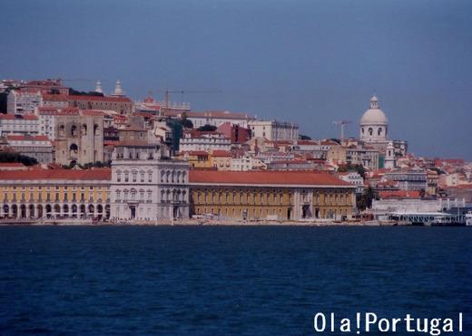 リスボンの対岸カシーリャスへの行き方(フェリー)