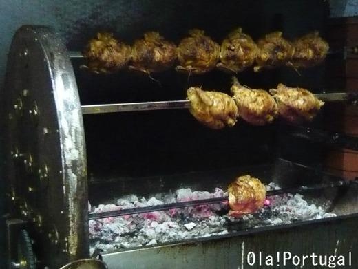 レトロな旅時間 ポルトガルへ:絶品鶏の炭火焼き