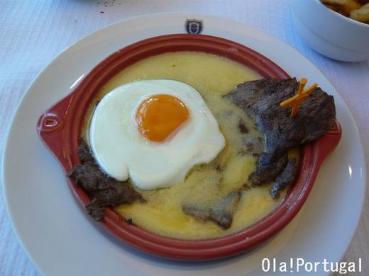 ポルトガル料理:ビトッケ(薄切りステーキ卵焼きのせ)