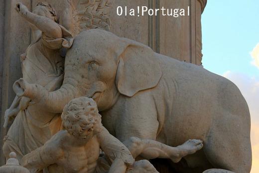 コメルシオ広場、ドン・ジョセ王の騎馬像の下の象の像