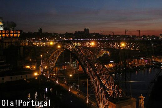 『レトロな旅時間ポルトガルへ』から、ポルトの街並み