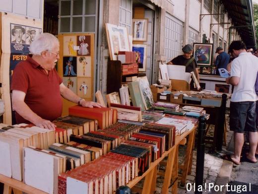 リスボン(アルファマ):Feira da Ladra 女泥棒市