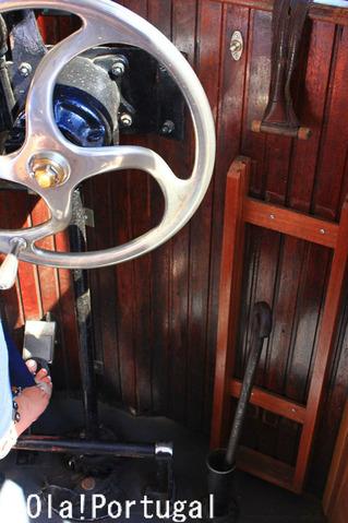 世界遺産ポルト歴史地区を走る路面電車