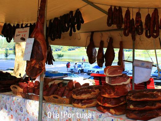 ポルトガルのお祭り屋台:生ハム、チョリッソ