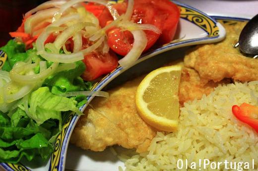 ポルトガル料理:Filetes de Pescada c Arroz e Salada