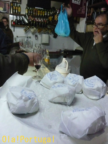 ポルトガルのチーズ屋さんでフレッシュチーズを買ってみた