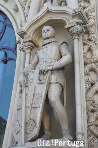 自撮で破壊されたセバスティアン国王の彫像(破壊前)