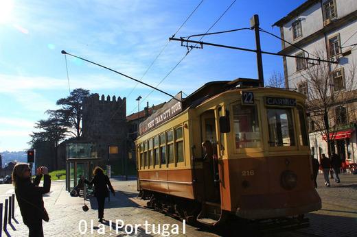 ポルトガルの世界遺産:ポルト歴史地区を走る路面電車