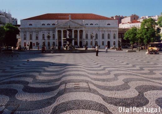 ドン・ペドロ4世広場(ロシオ広場)の石畳