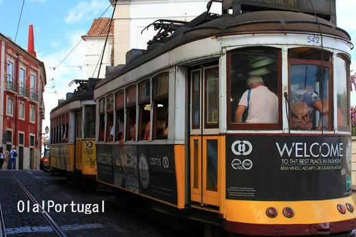 リスボン市電28番線でアルファマ地区へ行く