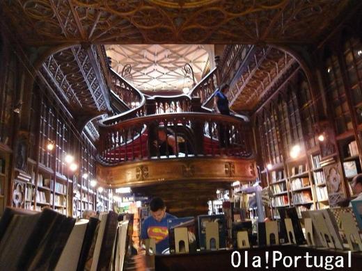 ポルトガル旅行記:ポルトの世界一美しい本屋さん(レロ書店)