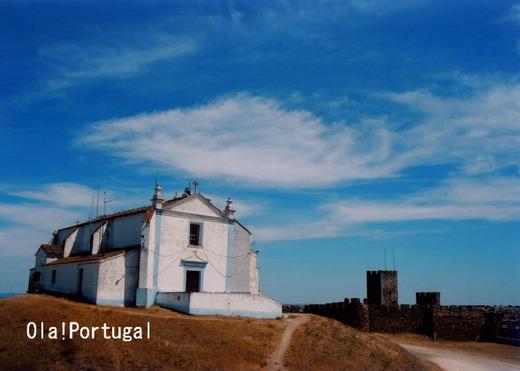アライオロス城の頂上にある教会