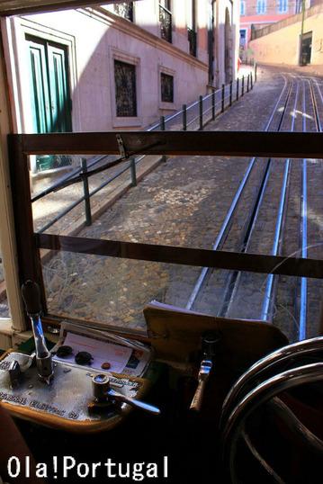 リスボンのケーブルカー・グロリア線に乗ってみた(運転台の様子)