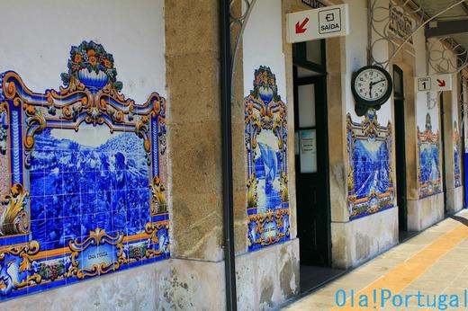 ポルトガル旅行記:Pinhao ピニャオン駅のアズレージョ