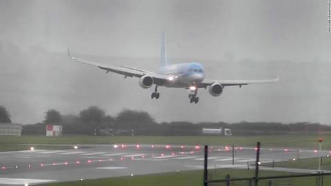 uk-bristol-windy-landing-1-super-169