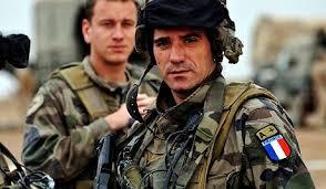フランスで徴兵制復活