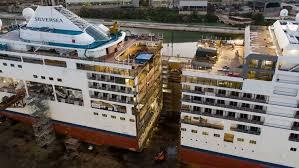 まず豪華客船を用意します、半分にぶった切ります