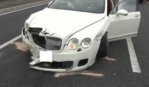 超高級車ベントレーと軽自動車の衝突事故
