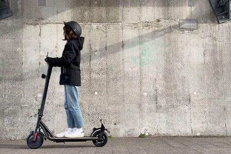 【朗報】ドンキホーテが電動キックボードを4万円で販売!最高時速19kmで公道を走れる!