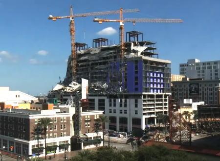 先週崩壊したニューオーリンズのハードロック・ホテルでクレーンの爆破解体が行われる。