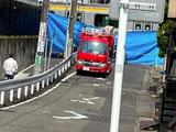 【画像】 南武線・津田山駅で人身事故 「先頭のスカート血だらけ」「ブルーシートで全部隠され」「バラバラなのかな・・」 緊急車両集結