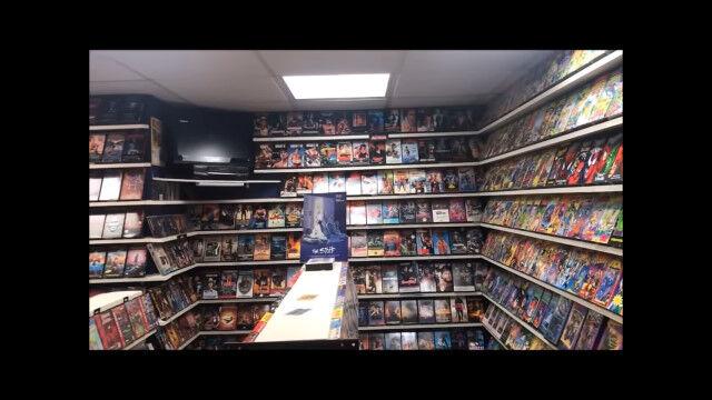 自宅の地下室を古き良きビデオショップに改装。映画好きとしてこれは羨ましい