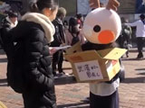 【動画】 渋谷でマスクを配るウサギの着ぐるみ、その正体に驚きww