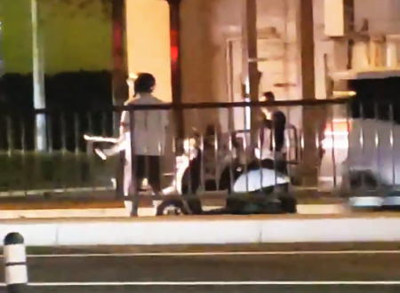 福岡市で国道を走るバイクをゴルフクラブで殴るヤバいおっさんが撮影される。