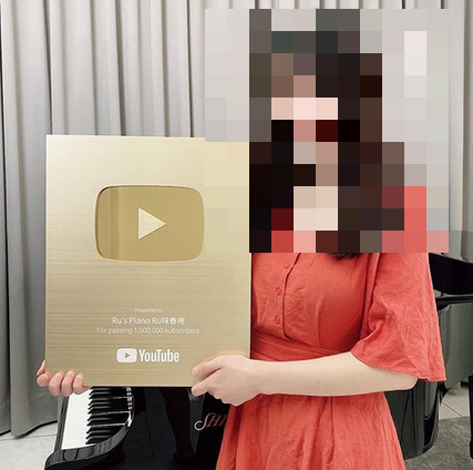 【画像】台湾のピアノYouTuber、顔面を開示してしまう