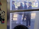 【画像】 あんこう祭りの大洗鹿島線でヤンキーおっさん喧嘩大暴れで電車止まる、警察沙汰で騒然