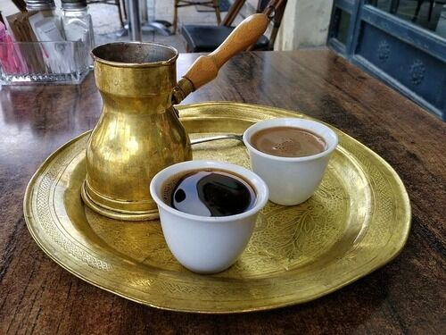 「めちゃくちゃ美味しそう…」熱い砂を使うトルコ・コーヒーの伝統的な淹れ方
