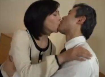 自分たちが愛し合う姿を見られたい熟年夫婦のセックス動画