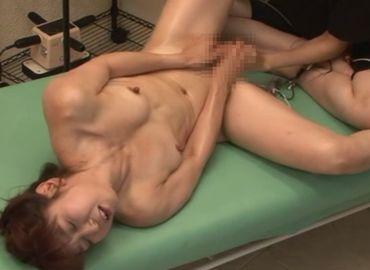 四十路熟女が女性マッサージ師のテクニックで久し振りに激イキ