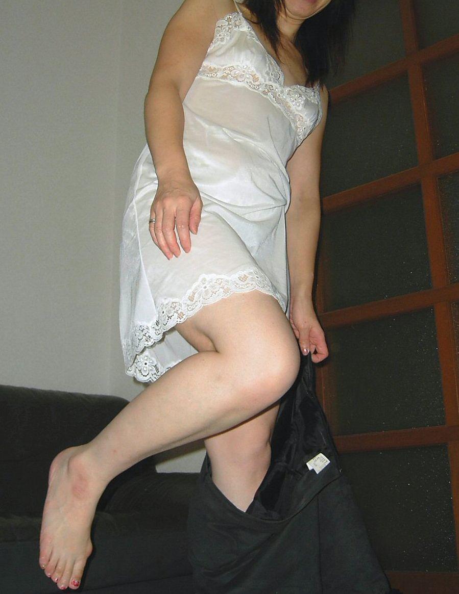 【投稿素人画像】シミーズおばさん・スリップ熟女のエロアルバム20