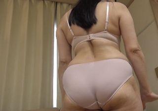 【熟女動画 無修正】デカ尻な50代おばさんの淫乱おまんこ!