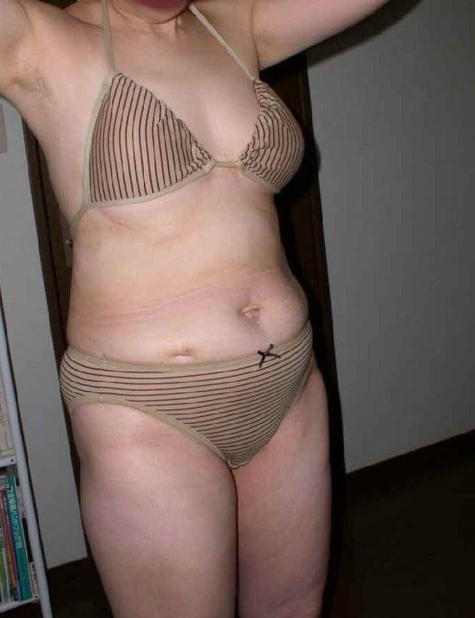 おばさんの水着エロ画像