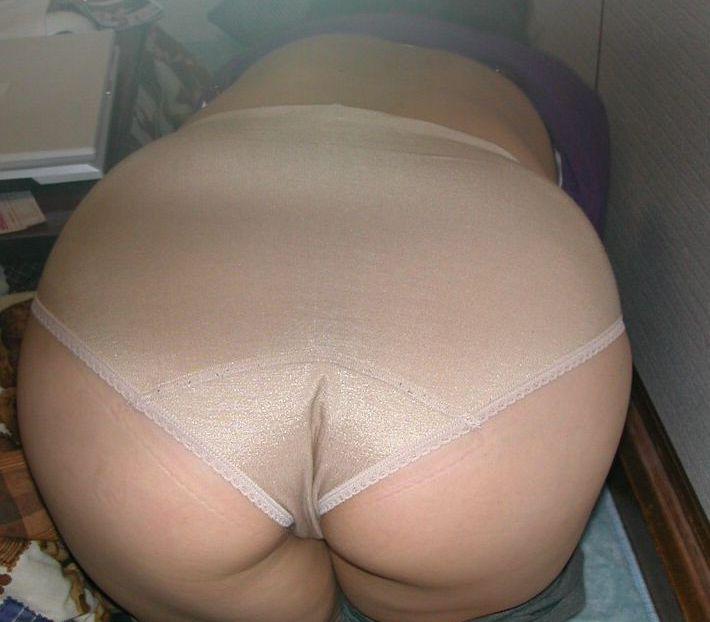 【熟女下着画像】ベージュ色の下着を着けたおばさんが何気にエロい
