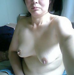 自撮りしたおばさん熟女の過激エロ写メ画像10