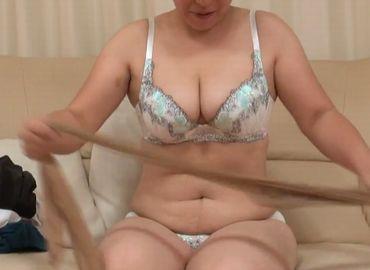 豊満な肉体を持て余す40代の熟年女がハメ狂う日本の熟年夫婦無料動画