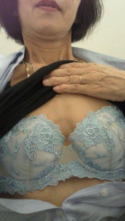 自撮りしたおばさん熟女の過激エロ写メ画像5