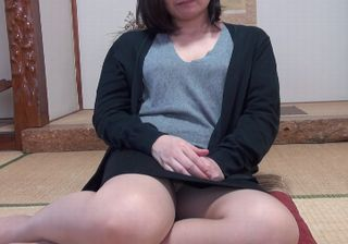 【熟女 動画】夫婦の営みに物足りなさを感じている素人熟女
