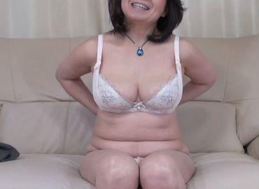 巨乳熟女好きには溜まらない広山慶子さんの無料セックス裏ビデオ