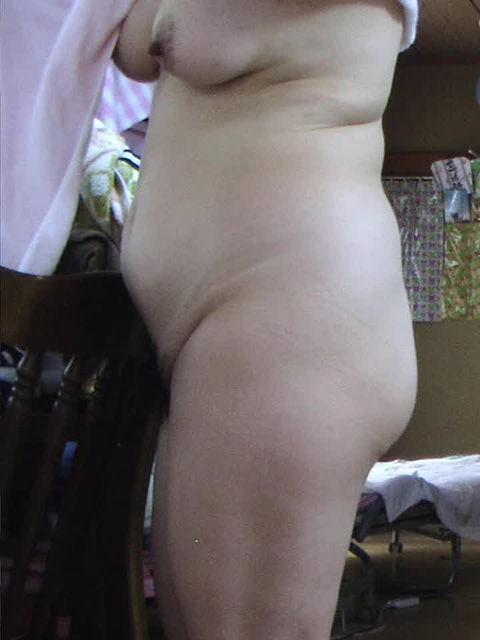 【熟女エロ画像】風呂上りに全裸でうろつくおばさん達の熟れた女体21