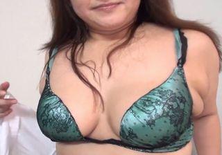 【豊満熟女無修正】段腹おばさんのセックスが激し過ぎる!